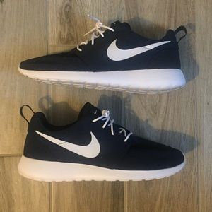 Men's Nike Rosche Navy and White